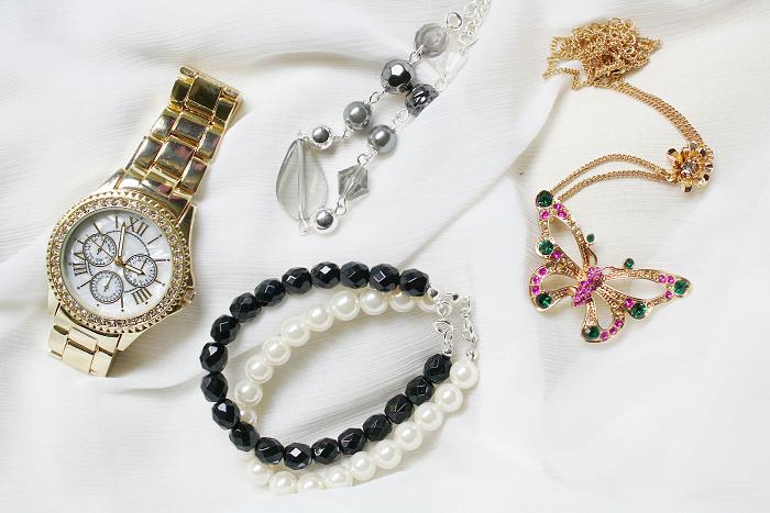 Jewelery by Avon cosmetics - Do-Dolce