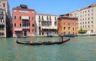 Benátky gondolier gondola