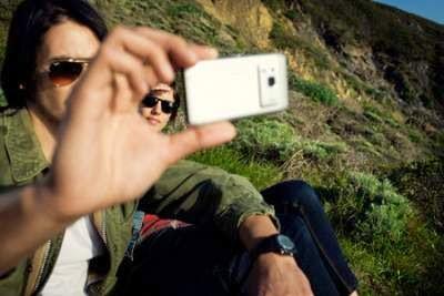 Foto Dengan Ponsel