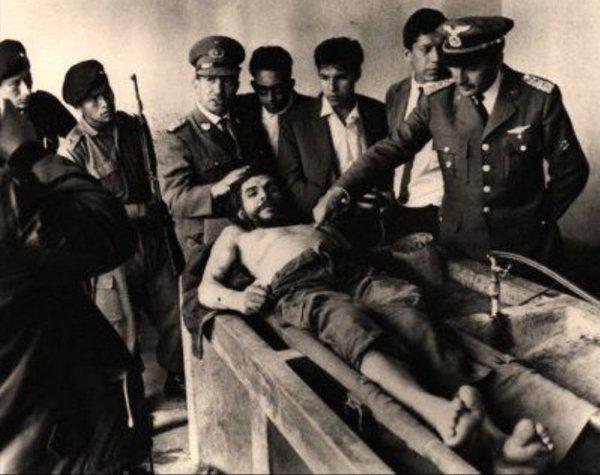 """عجائب الدنيا وهل تعلم - تم تصويرها بواسطة فريدي ألبورتا ل""""تشي"""" جيفارا قبل إعدامه."""