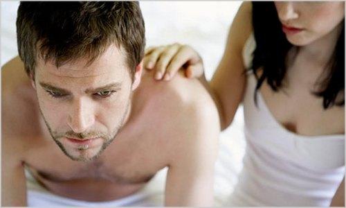 mulher consolando o homem que não conseguiu gozar na segunda ejaculação