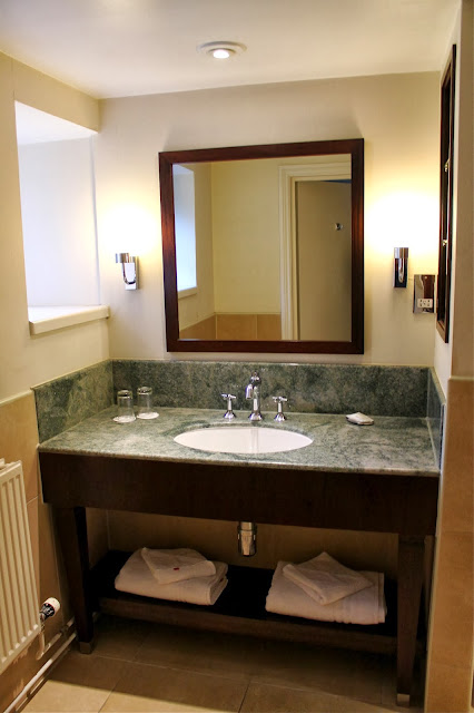 luxury hotel bathroom marriott