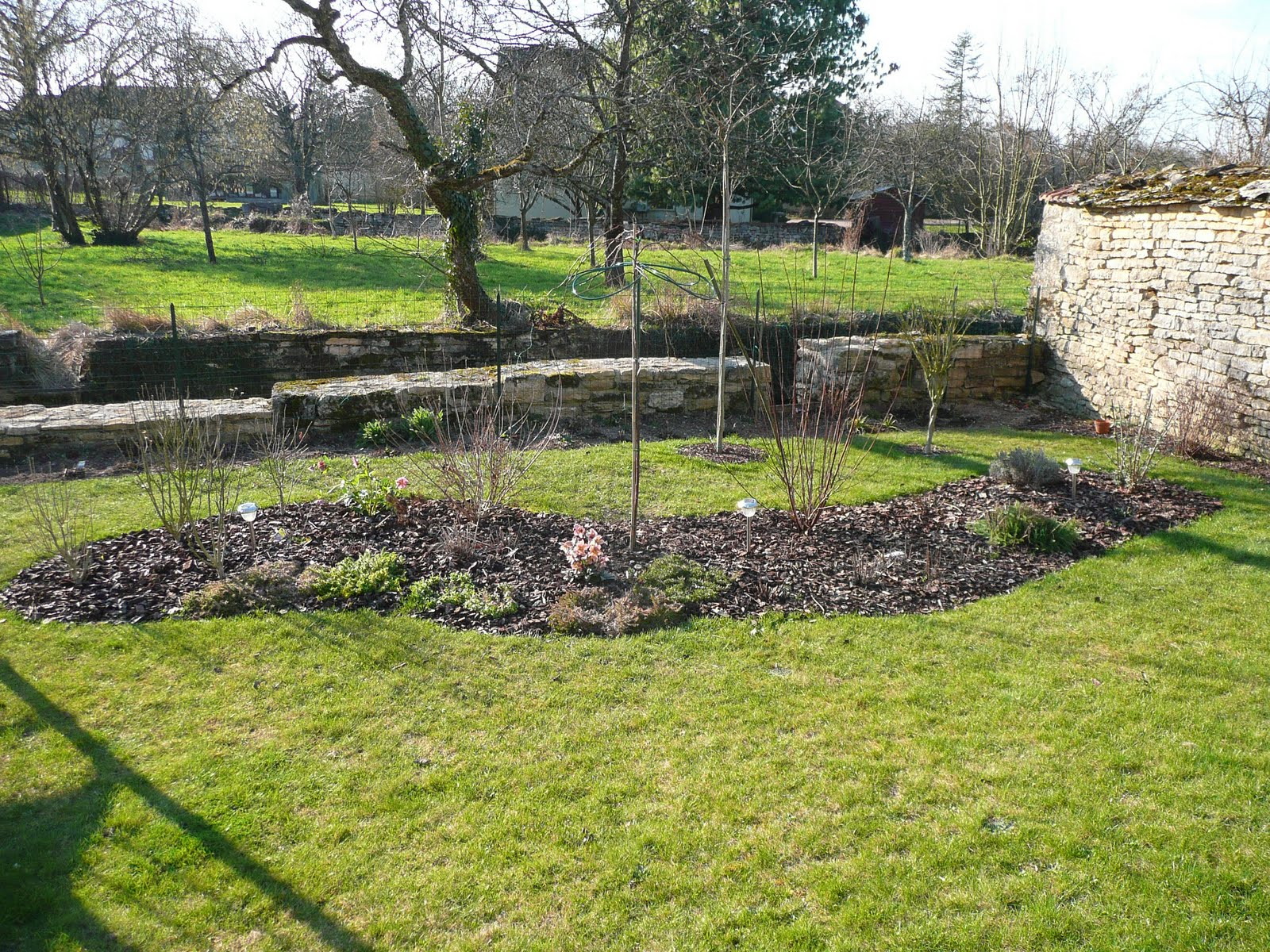 Notre jardin secret visite du jardin apr s nettoyage for Nettoyage jardin 78