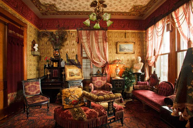 Domythic bliss victorian decorating for Victorian house interior designs