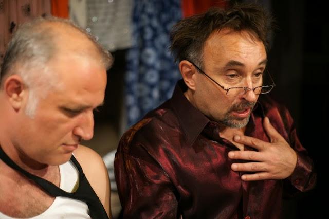 Przemysław Bluszcz i Tomasz Obara w spektaklu Mąż mojej żony w Teatrze Kamenica