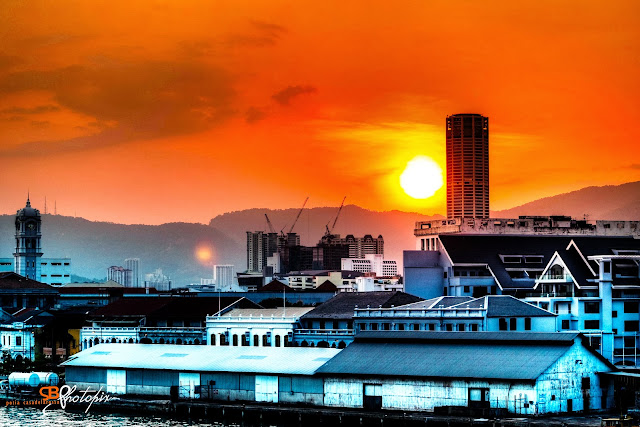Gambar matahari terbenam yang di ambil dari atas Kapal Superstar Libra