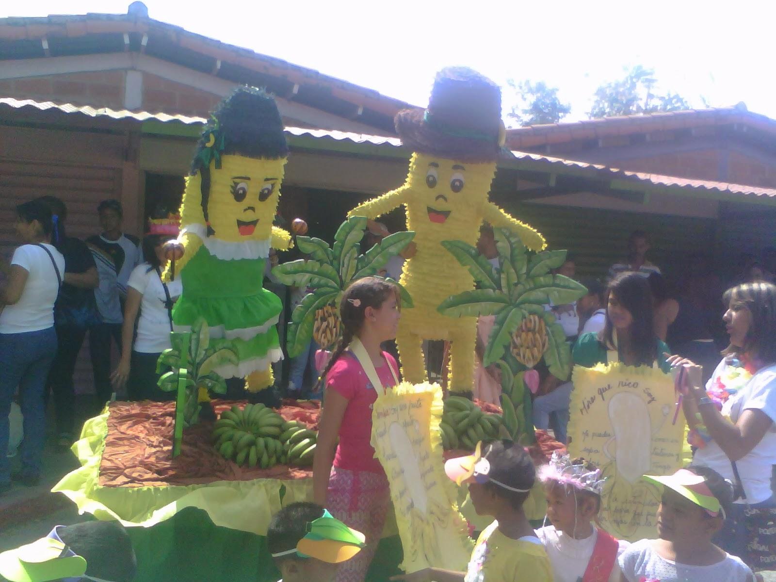 Liceo Nacional Santa Cruz Desfile Exitoso Del Carnaval