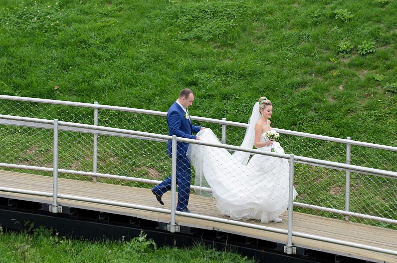 vestuvių fotosesija ant Zarasų apžvalgos aištelės