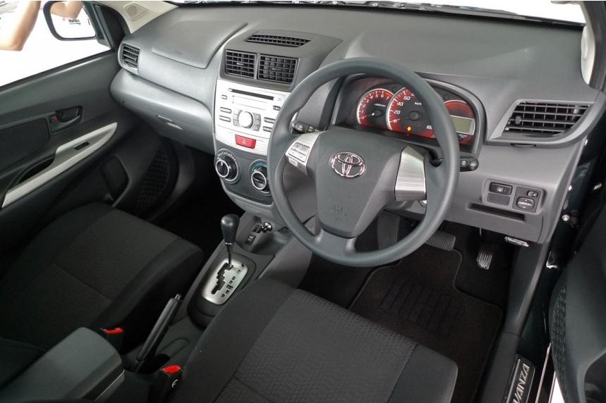 Gambar Toyota MPV Avanza Baru 6