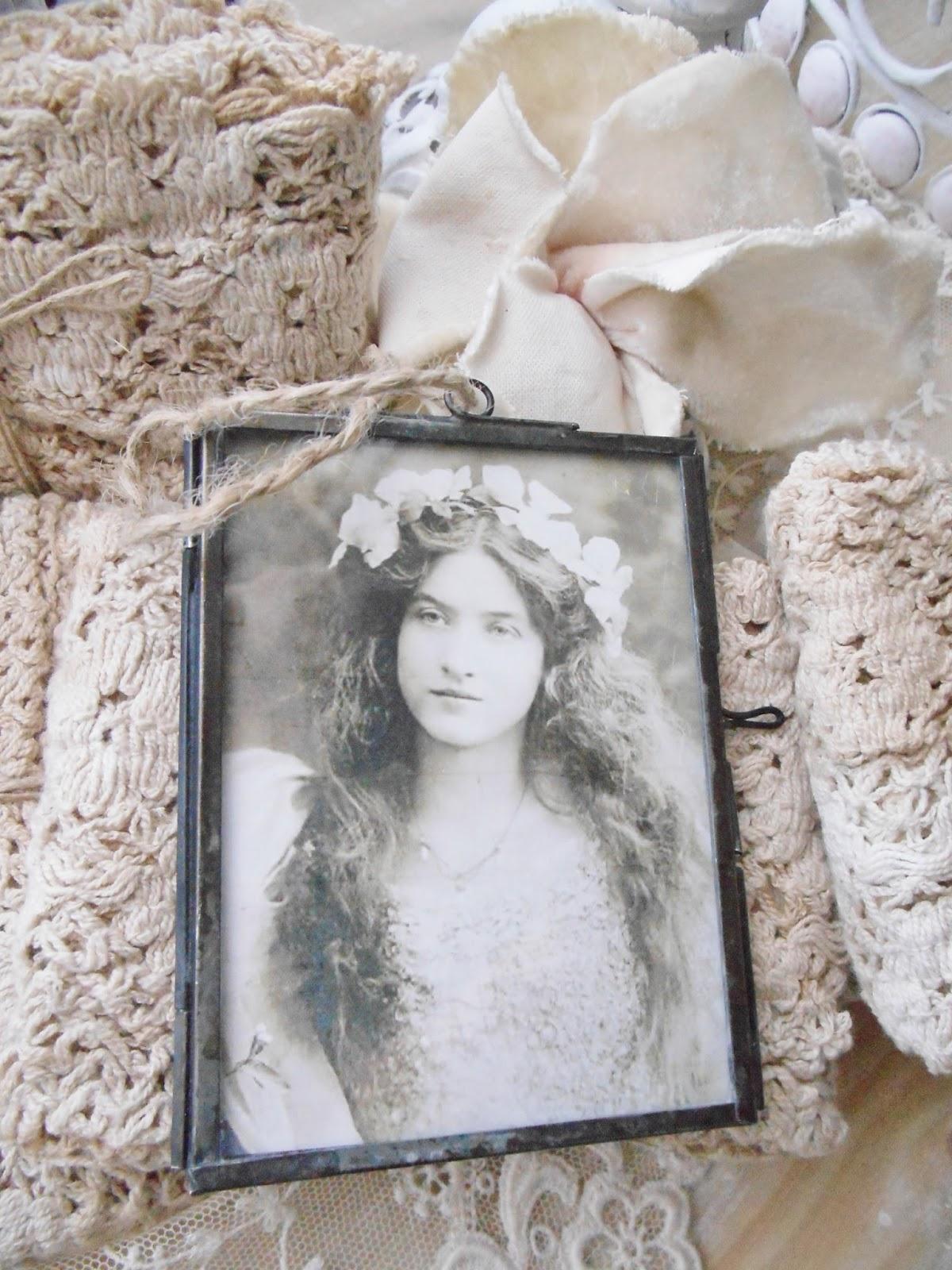 Jeanne d'Arc Living Small Frames