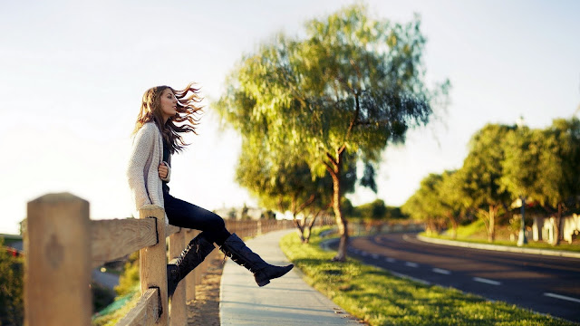 Girl sit on road fence HD Wallpaper