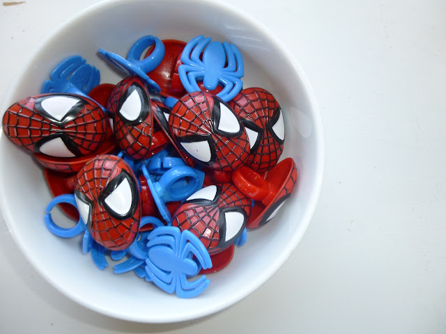 DIY super hero cupcakes