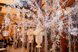 Silver, Black and White Wedding | CelebrateandDecorate.com