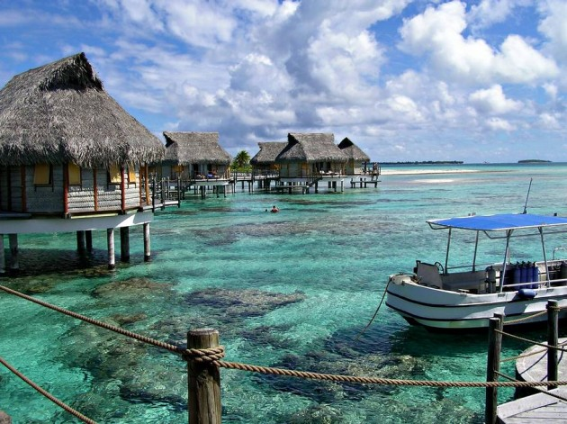 Top 10 the best sea floating house resorts in the world for Top ten vacations in the world