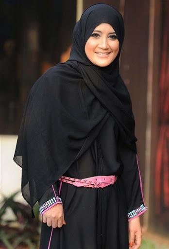 trend model gaya hijab ala umi pipik dian irawati terbaru 2015/2016