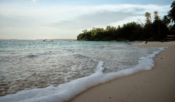 Pantai Sirombu, Nias Barat, Sumatera Utara (Gambar 2). ZonaAero