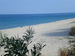 spiaggia bianchissima e mare cristallino
