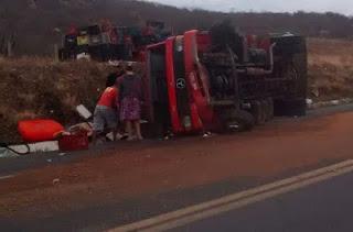 Morador de Carnaúba morre após tombamento de caminhão na BR-427 próximo a Acari