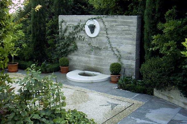 Jardines o patios con fuentes decorativas cocinas modernass - Fuentes de patio ...