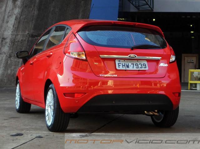 carro New Fiesta Hatch 2014 vermelho
