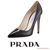 Queen Letizia Style; PRADA Pumps, HUGO BOSS Dress, CUCARELIQUIA Culutch
