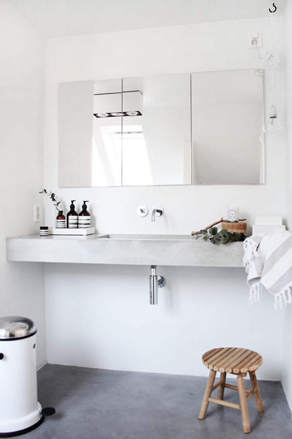 Chicdeco blog modern minimalist bathroom for Modern minimalist bathroom