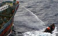Ativistas e baleeiros japoneses entram em confronto na Antártida