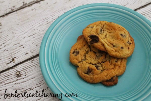 World's Best Peanut Butter Chocolate Chip Cookies | Just what your chocolate chip cookies needed: PEANUT BUTTER!! #cookies #recipe