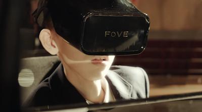 Αγόρι με ειδικές ανάγκες παίζει πιάνο μόνο με τα μάτια του με τη χρήση εικονικής πραγματικότητας συσκευή