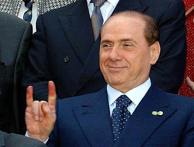 Berlusconi, miembro de la logia masónica P2 (Propaganda Due) Sb_4