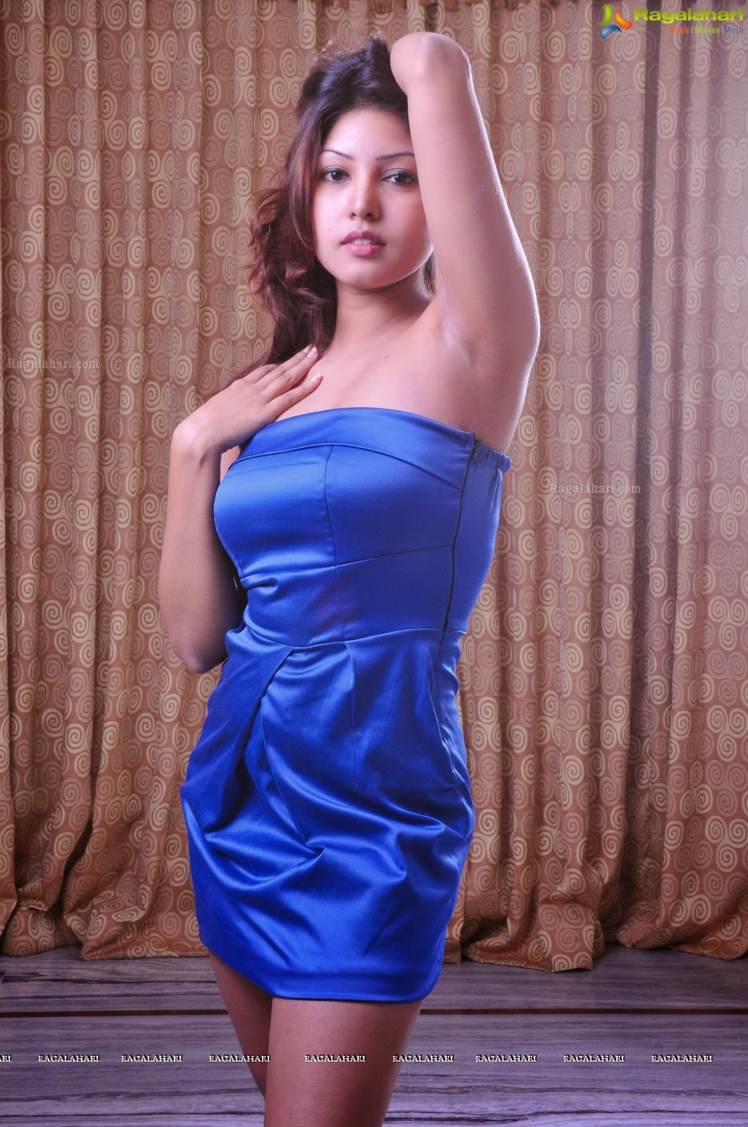 Komal Jha Latest Hot Spicy & Sexy Photoshoot Pics. Armpit Show in Sleevless Dress and top