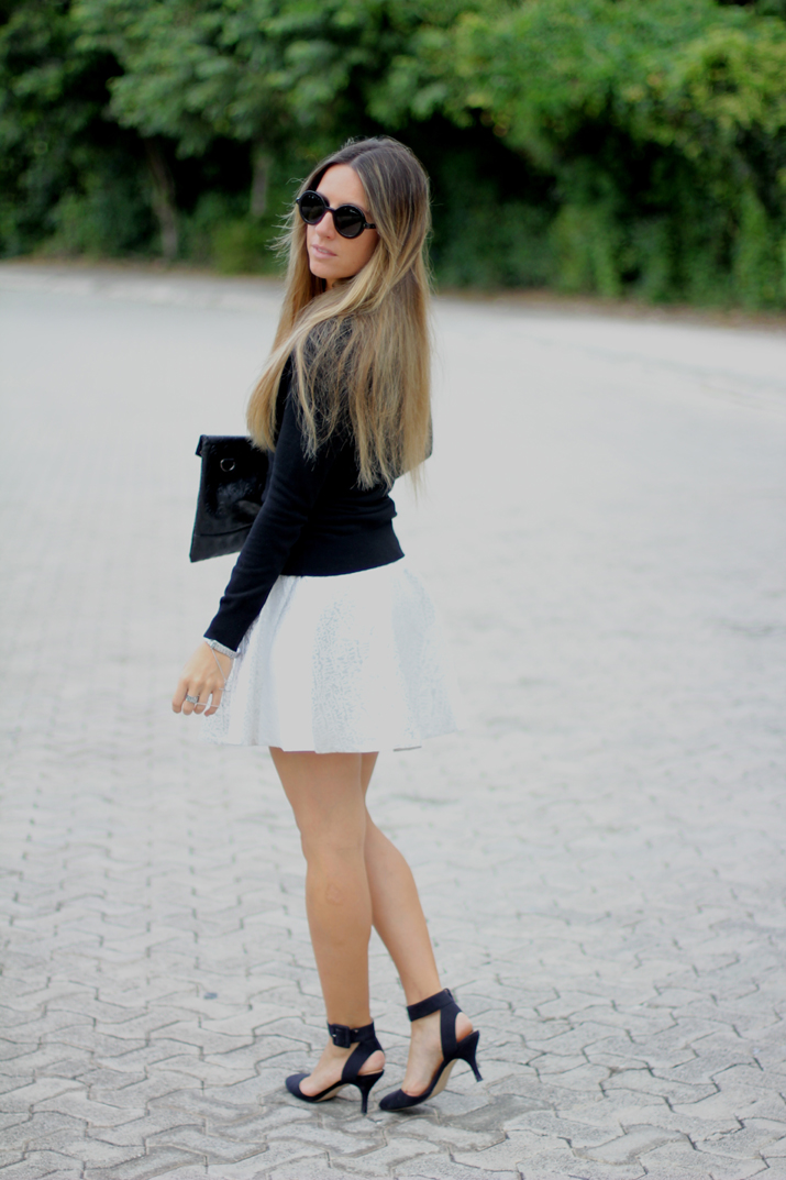 Silver skirt by fashion blogger Mónica Sors
