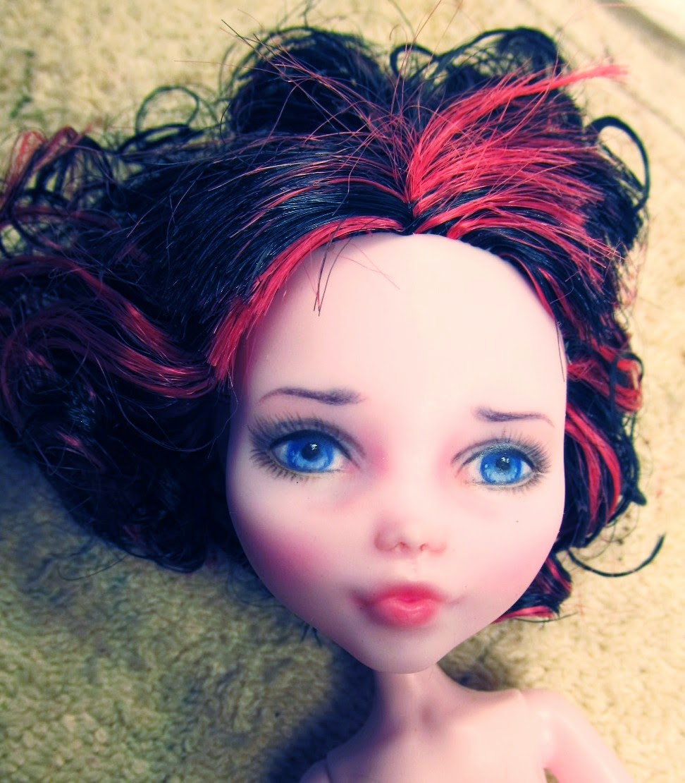 Repainted draculaura monster high doll demo