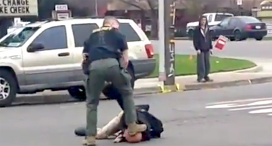 """Hero Cop"" Paul Pfeifer shows John Reyes who's boss.  (Screen capture from video)"