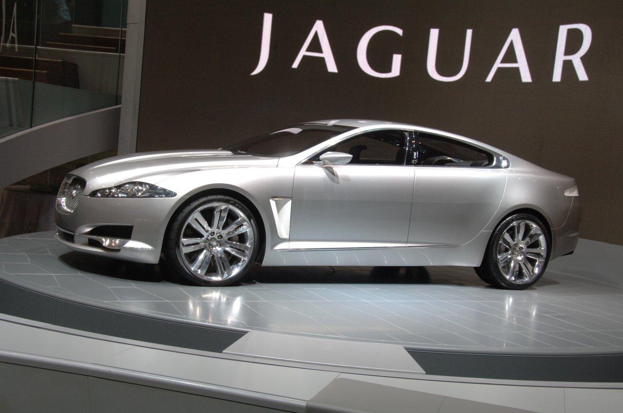 http://4.bp.blogspot.com/-luWGsPzIXRI/ToxWeF8xNDI/AAAAAAAAAsI/INEyhCPcW64/s1600/Jaguar-XF-3.jpg