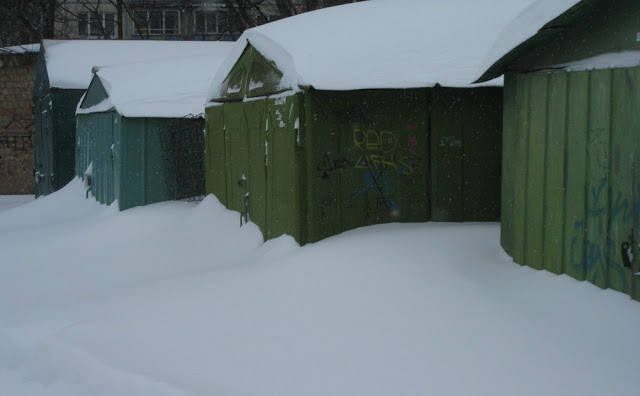 Фото Виталия Бабенко: гаражи занесло снегом