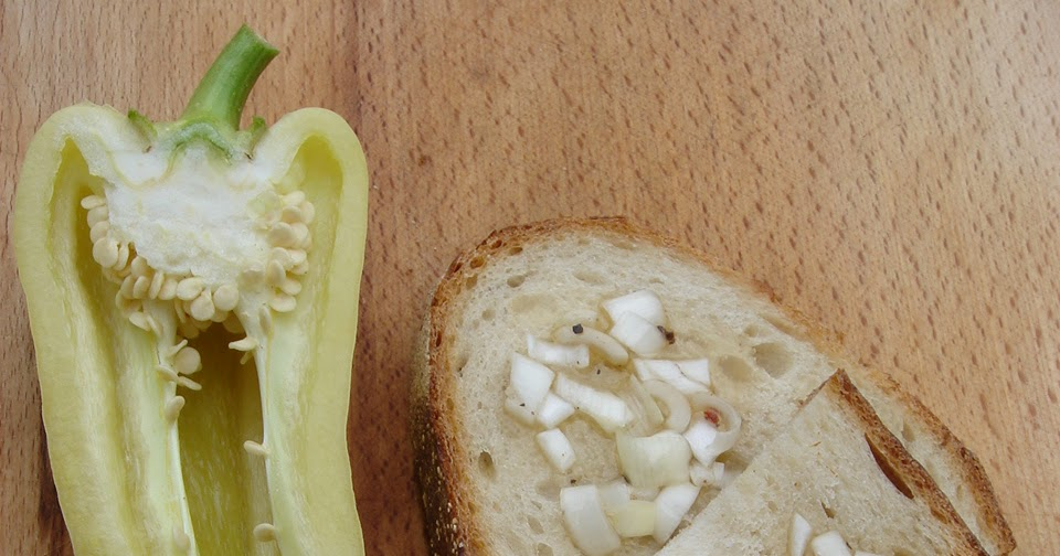 Zsíros kenyér – hagymás-fűszeres libazsírral, békebeli kovászos kenyéren