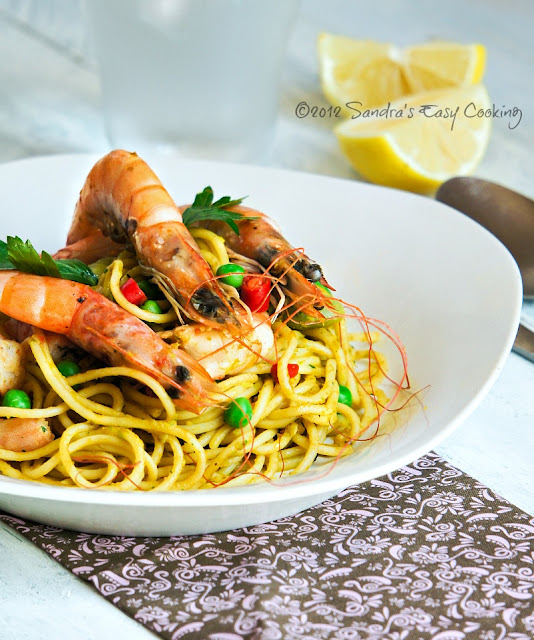 Delicious and Easy Dinner idea for Spaghetti in Peas and Carrot Sauce with Scampi