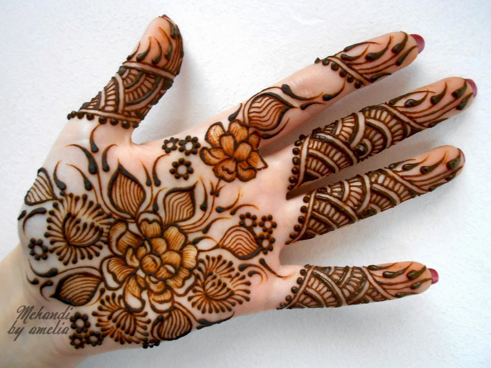 Best Mehndi Designs For Different Occasions: Round & short Mehndi