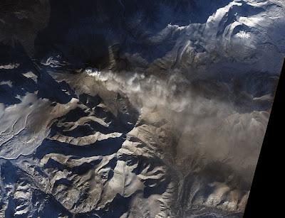 http://4.bp.blogspot.com/-lv21wMUsyGg/TulFZxPZFDI/AAAAAAAADYY/rI8m7TUSMxk/s1600/783px-Kizimen_Volcano_Russia_Jan_6_2011.jpg
