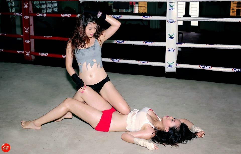 Khi phái đẹp đấu boxing 18