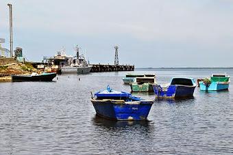Bores de colores en Manzanillo ,al fondo el Puerto