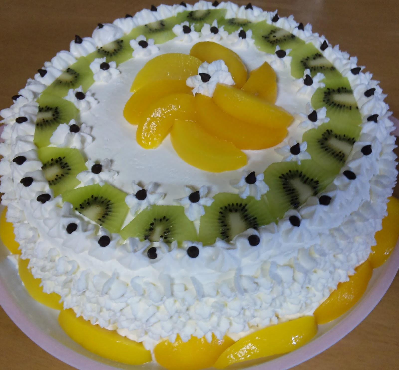 Torta con crema chantilly peruana