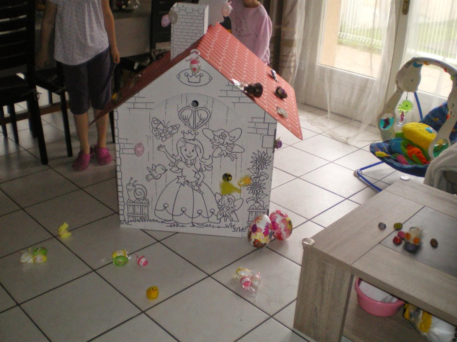 Fripouilles et gribouilles avril 2014 for Maison en carton a colorier