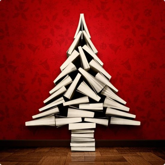 Árbol de Navidad hecho exclusivamente de libros