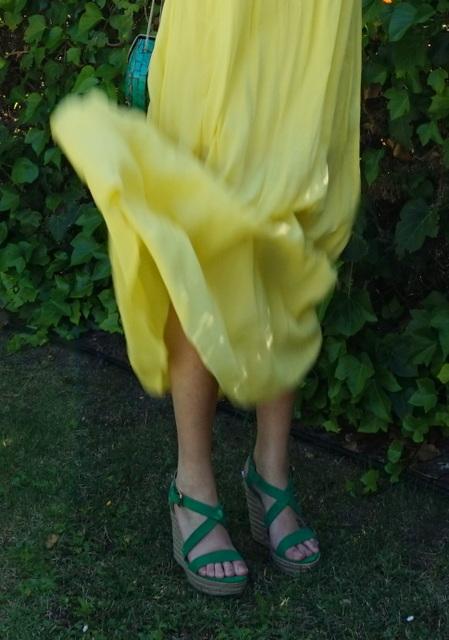falda vuelo amarilla