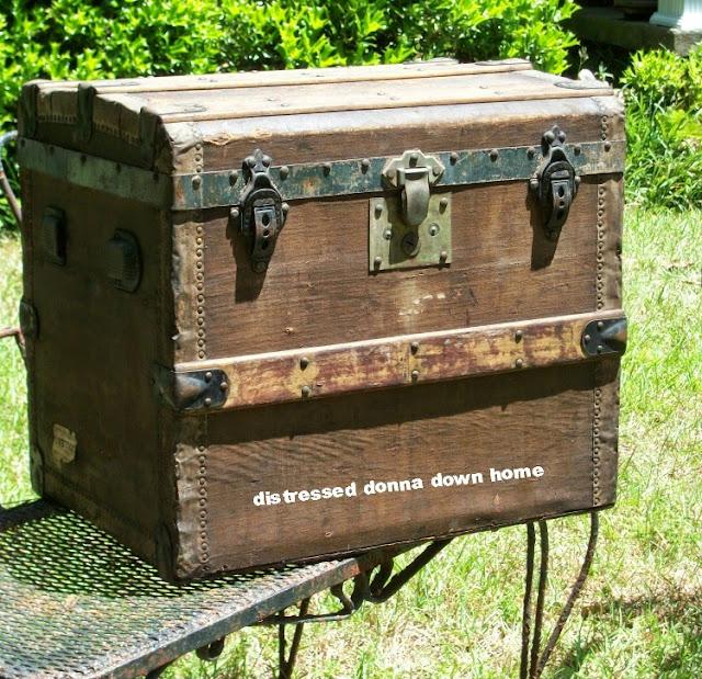 vintage trunks, shipping trunks