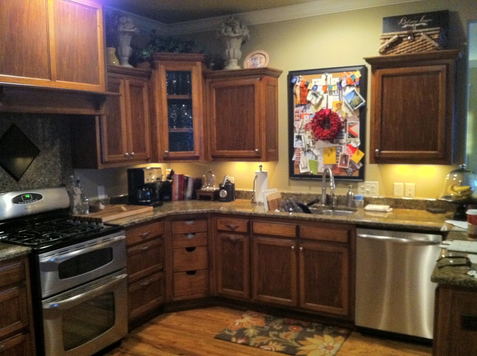 Depósito Santa Mariah: Cozinha Renovada! #AF881C 1600 1195