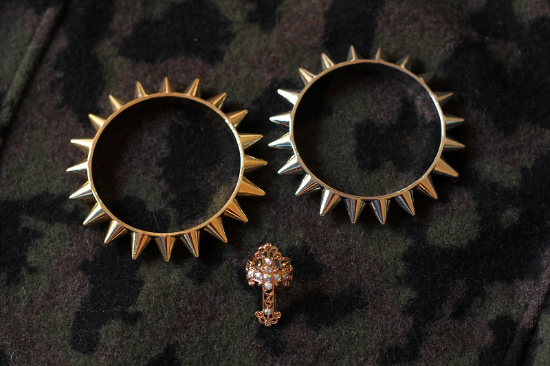 primark accessori lowcost bracciali con borchie anello croce