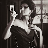 Soonam-Kapoor-Hot-Photoshoot-for-Vogue-September-2014-Stills%2B(13)